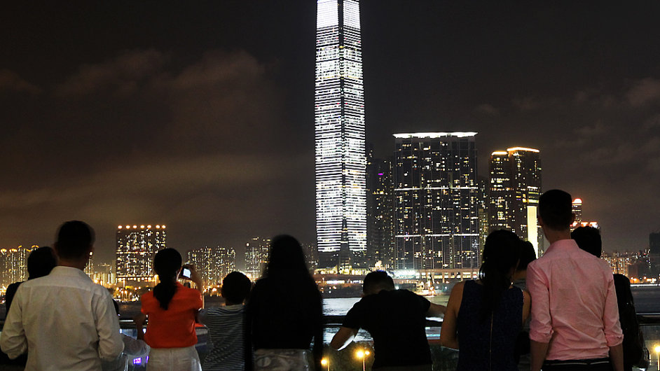 Mrakodrap v Hongkongu blikal tři večery po sobě.