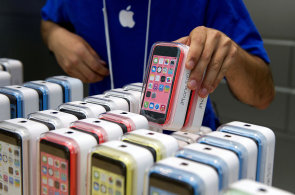 Apple si zaslouží obhajobu, bezpečnost je důležitější než levné opravy
