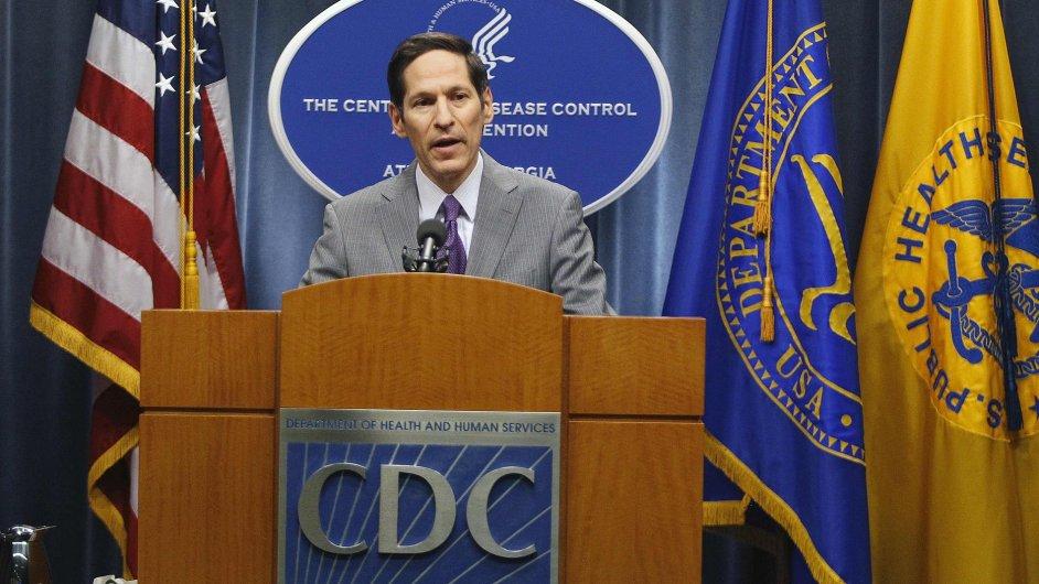 Šéf amerického Střediska pro kontrolu a prevenci nemocí Thomas Frieden oznámil první případ eboly v USA. Ujistil, že šíření nemoci v zemi ale nehrozí