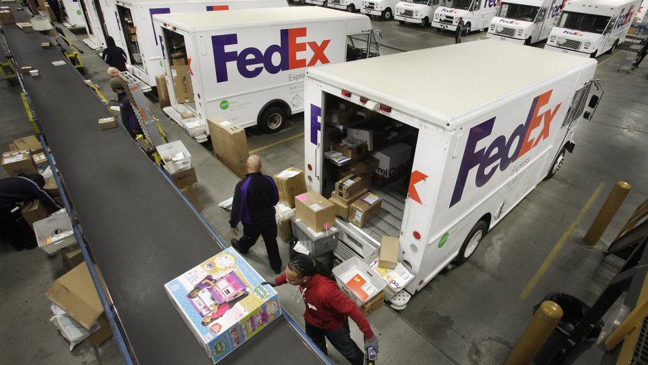 Společnost FedEx zvýšila svůj zisk o padesát procent.