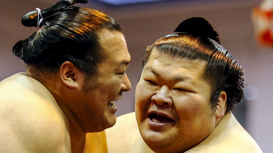 Zápasníci sumo během každoročního turnaje