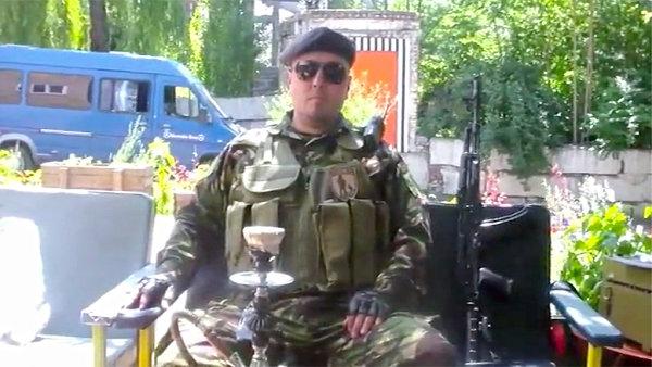Na videu v DOX hovoří také jeden z předáků doněckých separatistů.