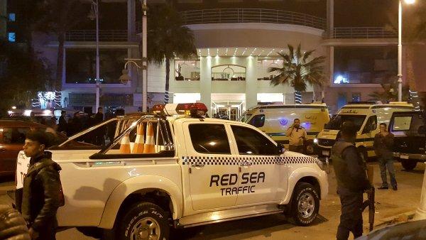Takto policist� zasahovaly u rudomo�sk�ho resortu v Hurg�d�, kde terorist� pobodali trojici turist�.