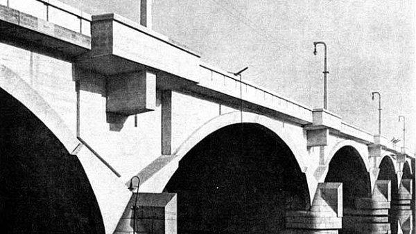 Město uvažuje o tom, že nenávratně zničí most jednoho z nejlepších architektů své doby, přestože demolice ani rozšiřování nejsou nutné.