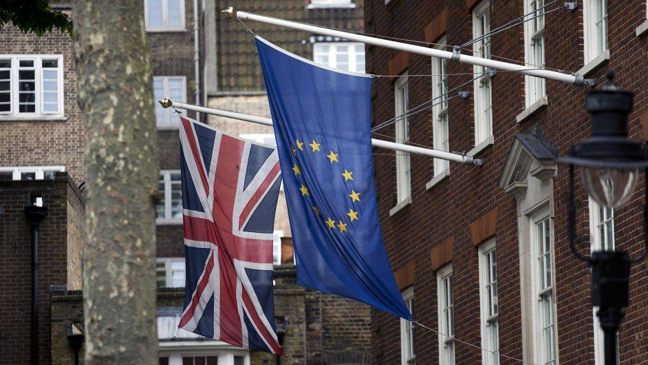 Vlajka Británie a Evropské unie, brexit, ilustrační foto
