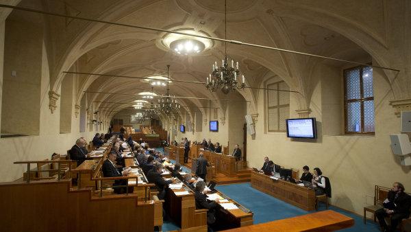 Senát zrušil plošné výjimky ze zveřejňování smluv v registru.