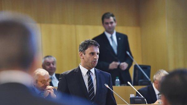 Jiří Zimola oznámil úmysl rezignovat před týdnem poté, co hnutí ANO vystoupilo z krajské koalice.
