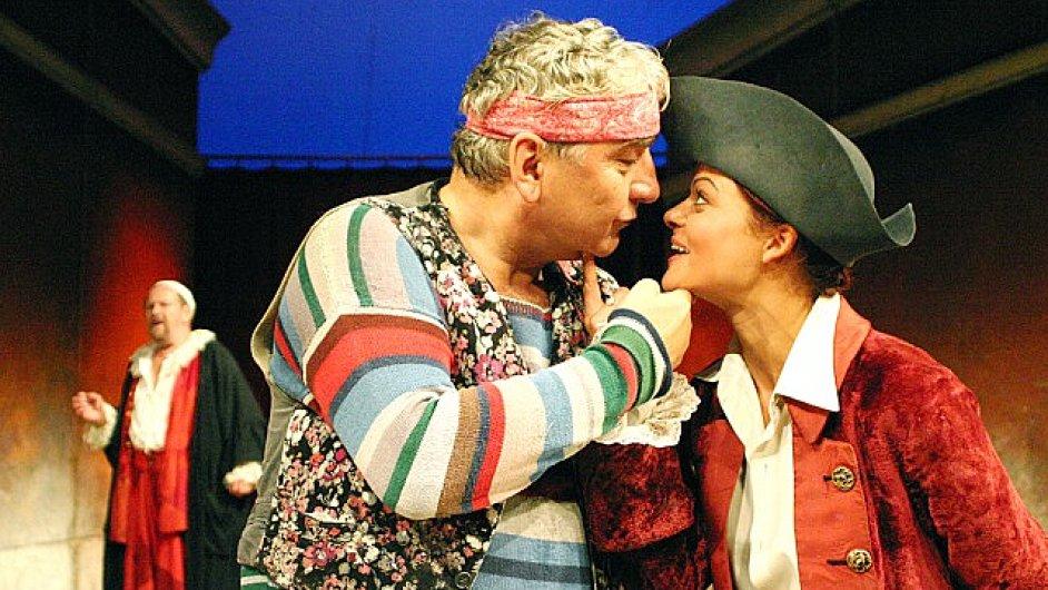 Když začal Miroslav Donutil v září 1994 roli sluhy Truffaldina zkoušet, bylo mu 44 let.