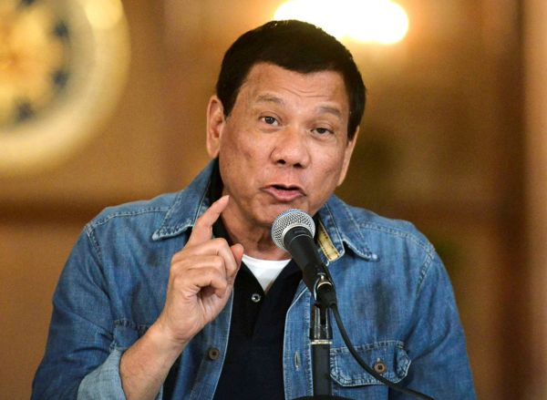 """Filipínský prezident Rodrigo Duterte bojuje proti drogám """"všemi prostředky""""."""