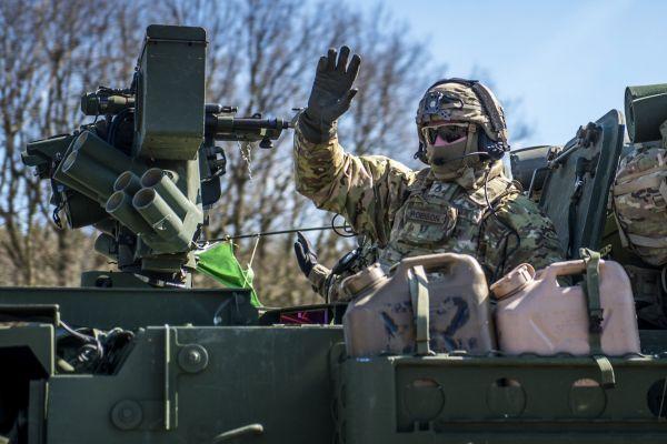CR USA BRITANIE NATO ARMADA KONVOJ 983