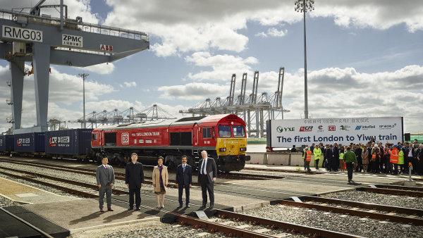 Vlak má cestu z Anglie do Číny urazit za asi tři týdny