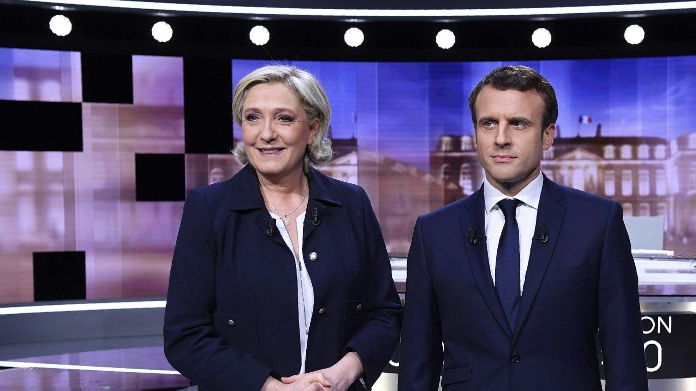 Ve vyhrocené debatě dvou kandidátů francouzských prezidentských voleb zvítězil centrista Macron.