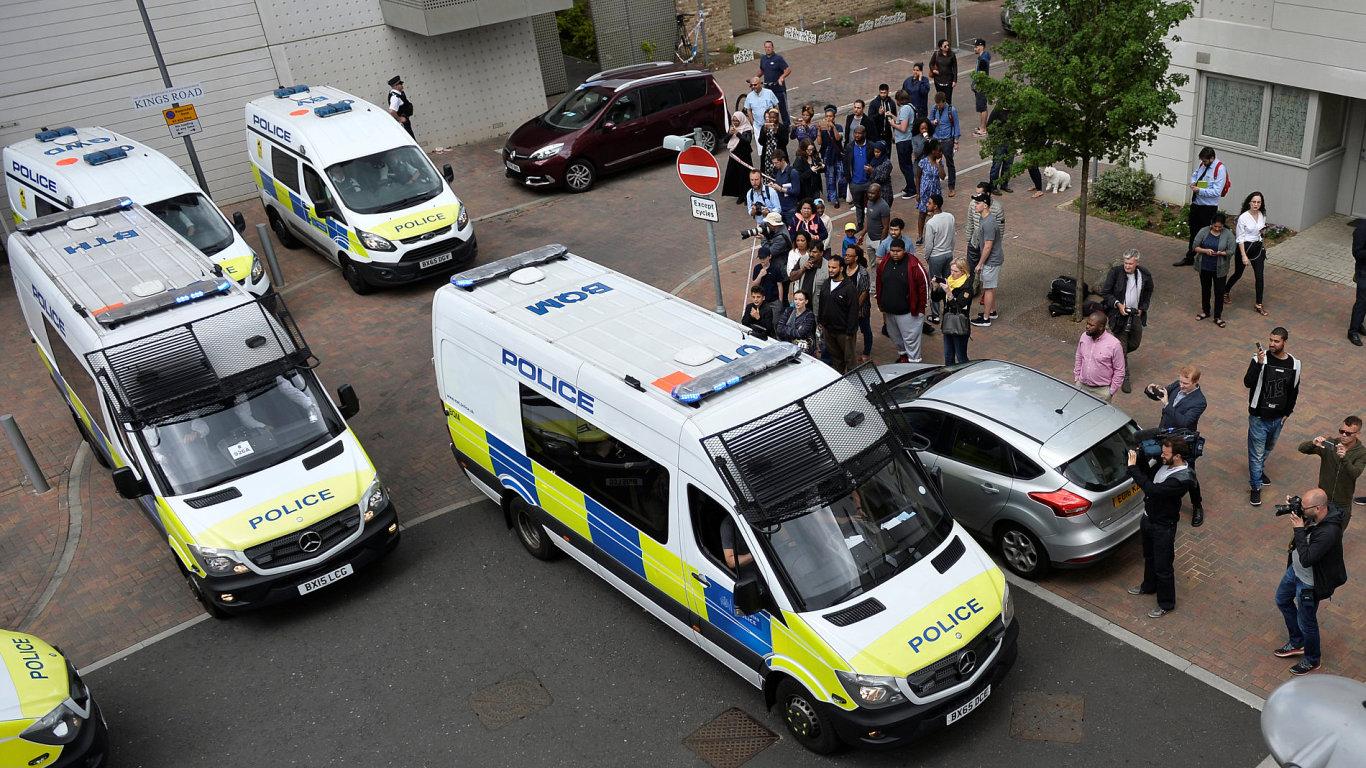 LON290 BRITAIN SECURITY 0604 11 Londýn terorismus policie