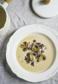 Krémová houbová polévka.