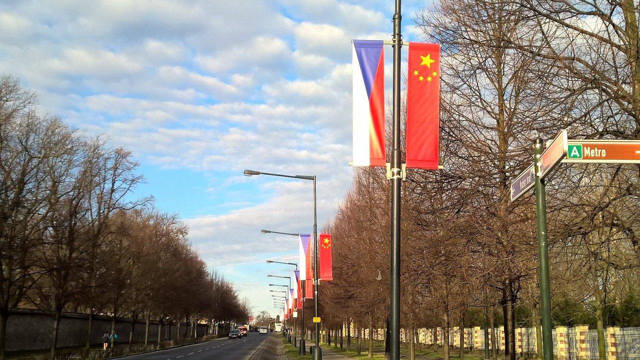 Reklamu společnosti Samsung nahradily čínské vlajky. Bez jejího souhlasu