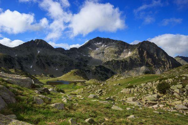 Hora Kamenica je od Tevneho jezera vskutku majestátní.