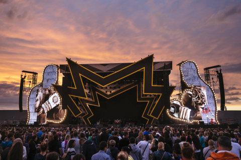 Snímek z pražského koncertu Robbieho Williamse.