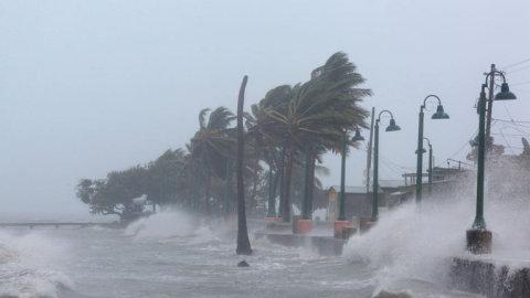 Ostrovy v Karibiku zasáhl plnou silou hurikán Irma, teď míří na USA.