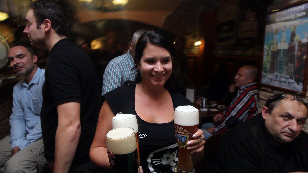 Pivo, hospoda, ilustrační foto