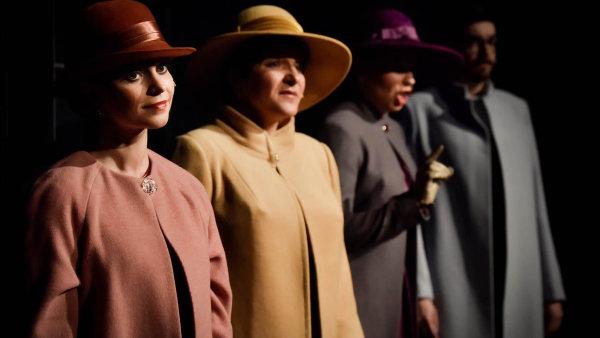 Hlavními protagonisty opery jsou čtyři pěvci veslušivých auhlazených kostýmech, kteří si očistí boty, než vstoupí na jeviště.