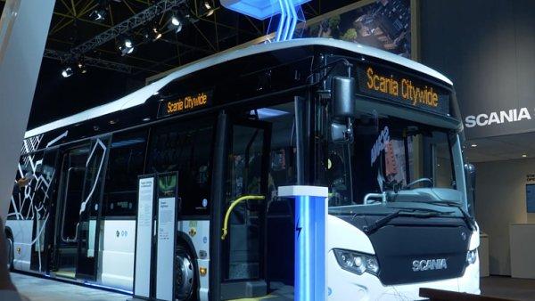 VIDEO: Scania představila nový autobus. Uvnitř má potahy z losa