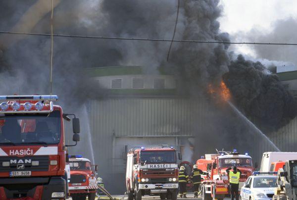Při požáru v mrazírnách v Mochově vznikla škoda kolem 100 mil.Kč