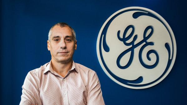 Výkonný ředitel GE Aviation Czech Michele D`Ercole.