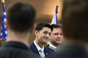 Ryan ujistil o podpoře z USA, nabourat ji ale může Nikulin. Ptal se i na tendr na armádní vrtulníky, který zrušila Šlechtová
