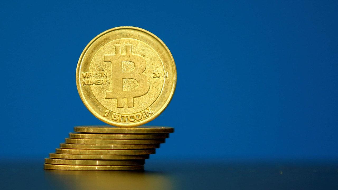 Hodnota virtuální měny bitcoin se za poslední dva měsíce propadla o více než třetinu - Ilustrační foto.