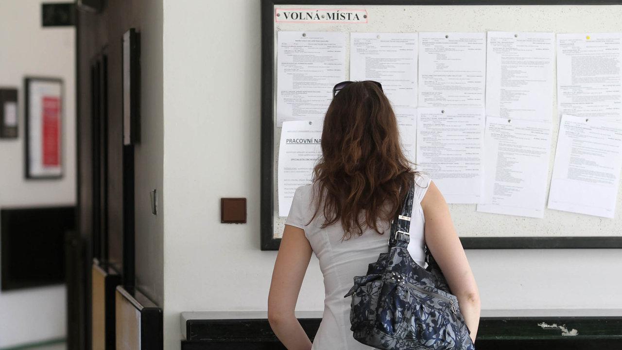 Na úřadech práce v posledních měsících příliš rušno není. Naopak nabídek volných míst přibývá.