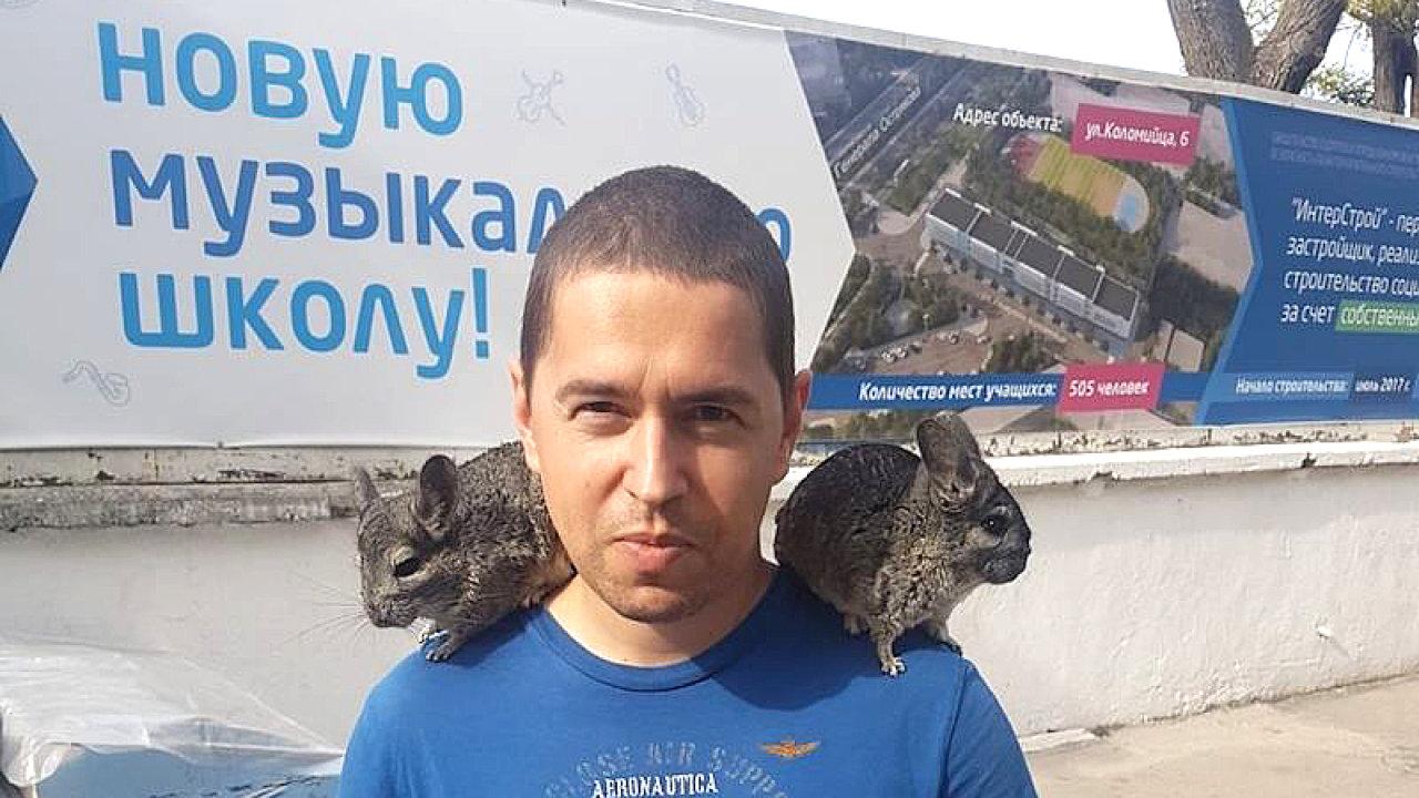 Fotografie Andreje Babiše mladšího, pořízené během jeho pobytu na Krymu, které uveřejnil zpravodajský server Novinky a jež sdílel na svém facebookovém účtu premiér ČR Andrej Babiš.