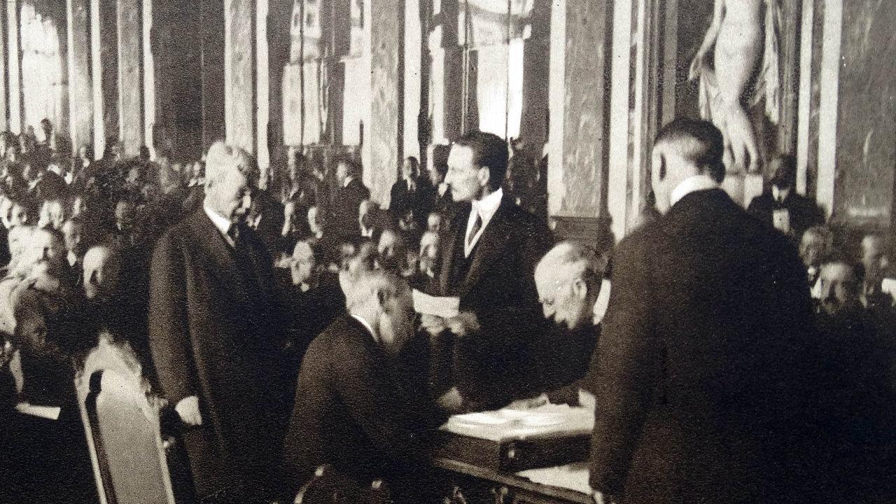 Podpis Versailleské mírové smlouvy.