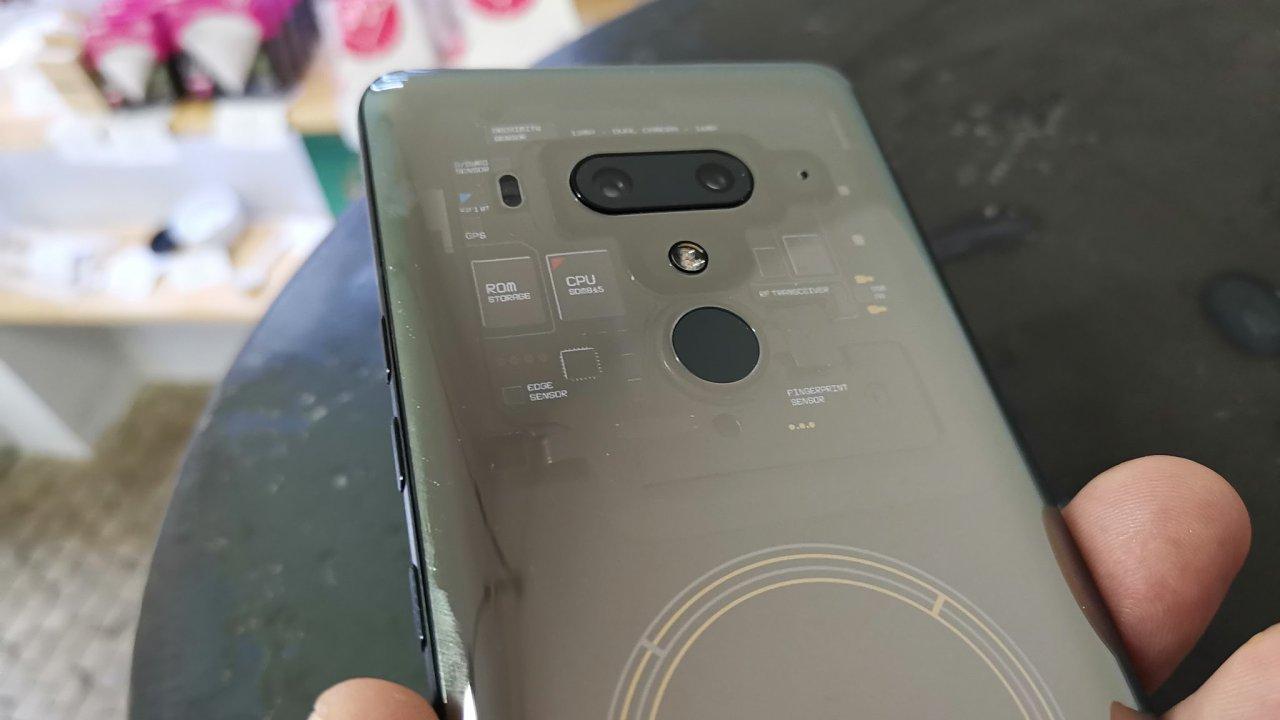 HTC Exodus se chlubí průhledným krytem a podporou kryptoměn.