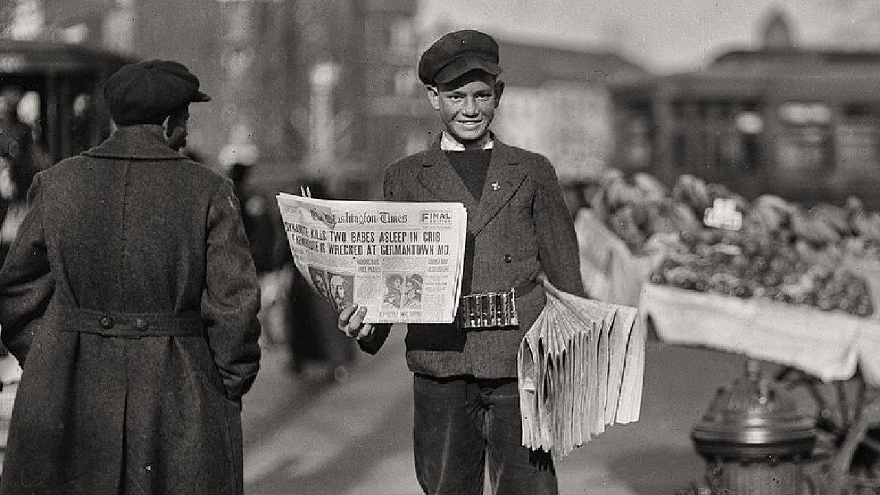 Paperboy z Washingtonu kolem roku 1920.