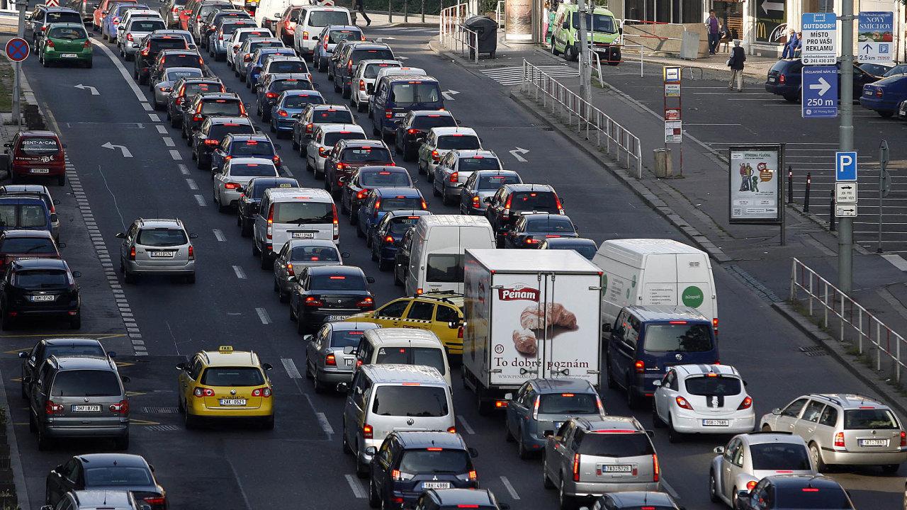 Praha 1 chce uzavřít řidičům cesty, kterými se vyhýbají magistrále, když jsou naní kolony.