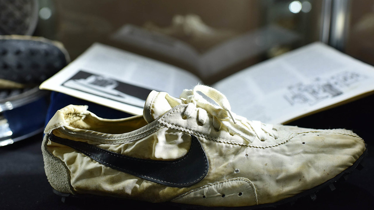 Vyvolávací cena bot Nike Moon Shoe byla 80 tisíc dolarů. Původně se počítalo, že jí nový majitel v aukci získá za zhruba dvojnásobek. Nakonec to ale bylo bezmála 440 tisíc dolarů.