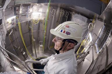 Kritici varují před možnými bezpečnostními a ekologickými problémy malých reaktorů, která by nebylo možné dozorovat tak jako dnešní velké elektrárny. Přesto mají malé jaderné zdroje četné zastánce.