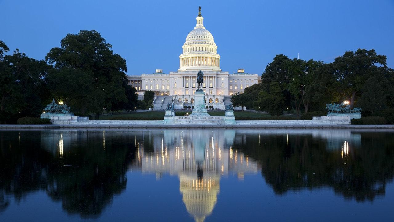 V USA strmě roste nezaměstnanost. Senát schválil záchranný balíček ve výši 2,2 bilionu dolarů (cca 54,3 bilionu korun) – Ilustrační foto.
