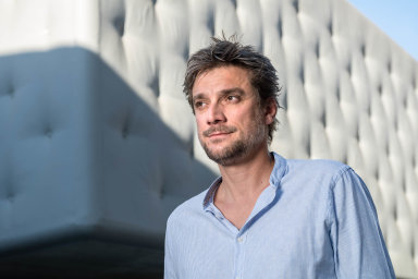 Producent Marek Vocel postrádá odvlády konkrétní manuál, který by pomohl provozovatelům akcí. Siniciativou Nocovid tedy sestavil vlastní souhrn opatření.