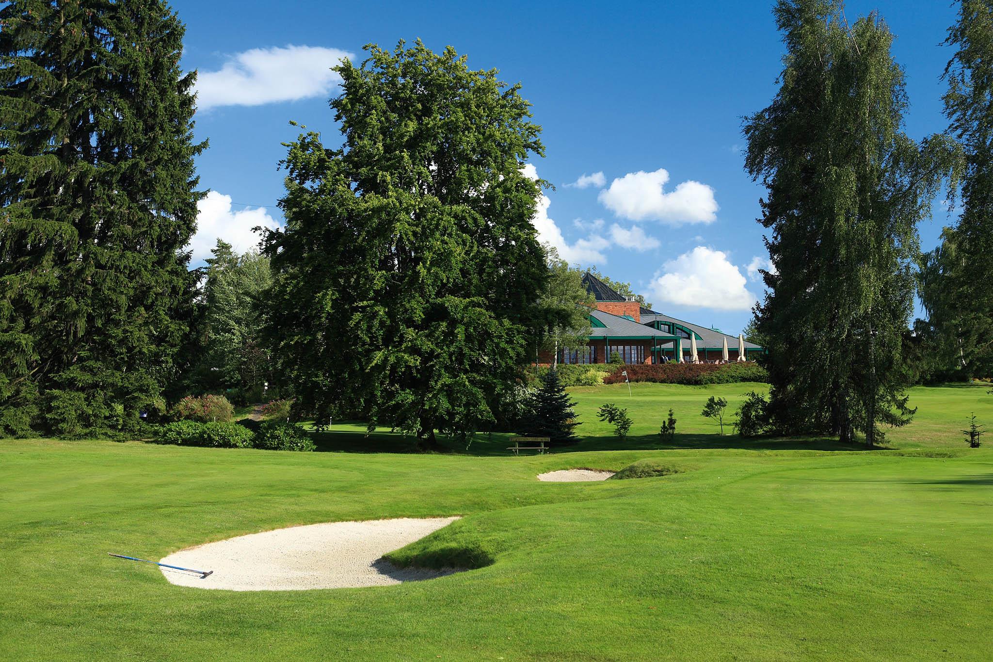 Golf Resort Karlovy Vary: 18 jamek, par 72, délka 6198 m, architekt C. Noskowski
