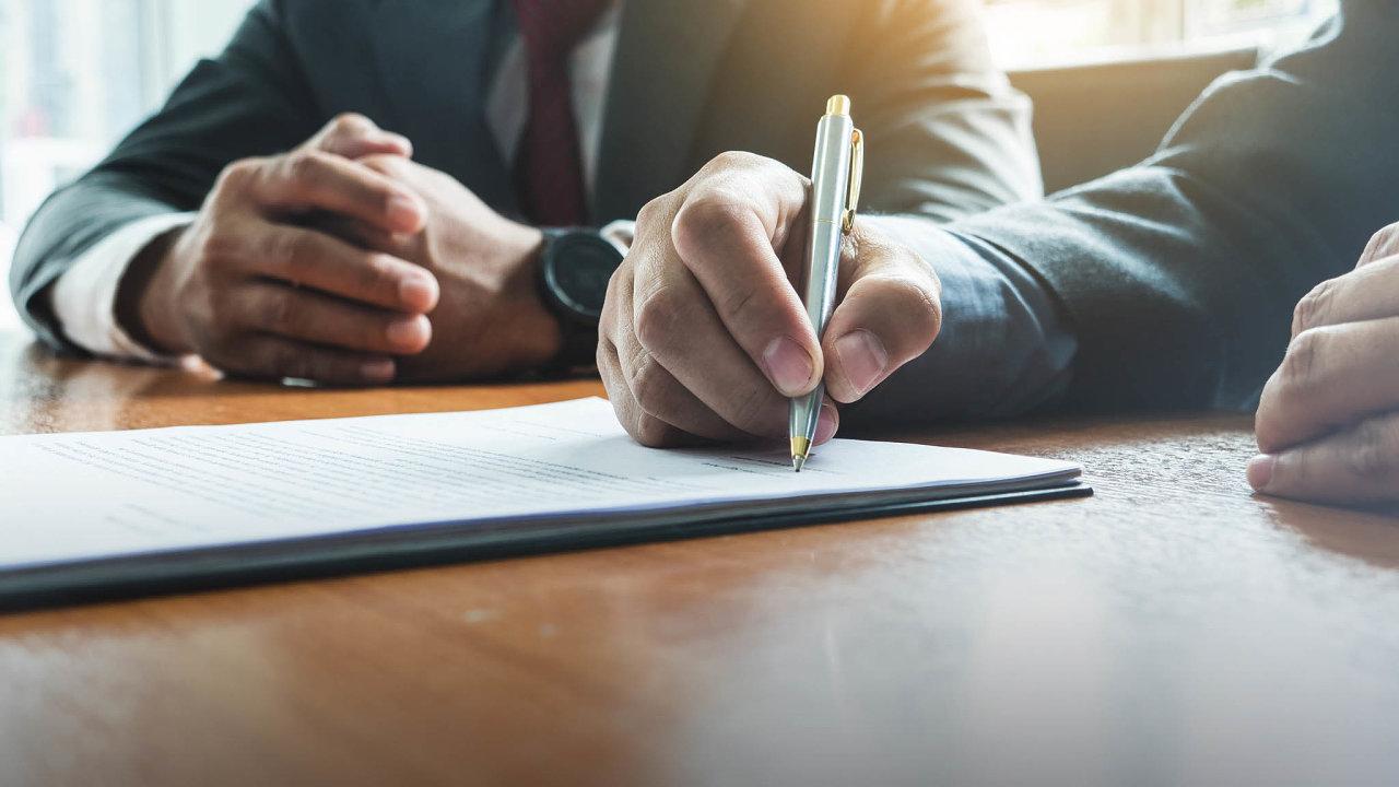 Osnížení smluvní pokuty je možné požádat soud. Pokud je sankce neúměrně vysoká, může ji soud snížit načástku reálné škody.