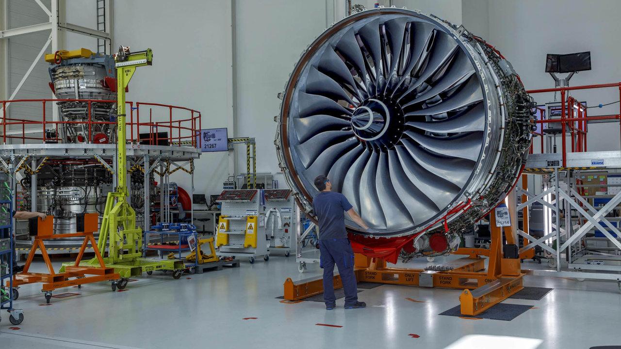 Rolls-Royce musí šetřit. Jeho letecké motory s krizí letecké dopravy nejdou na odbyt. Na snímku je výroba v závodě společnosti nedaleko Berlína.