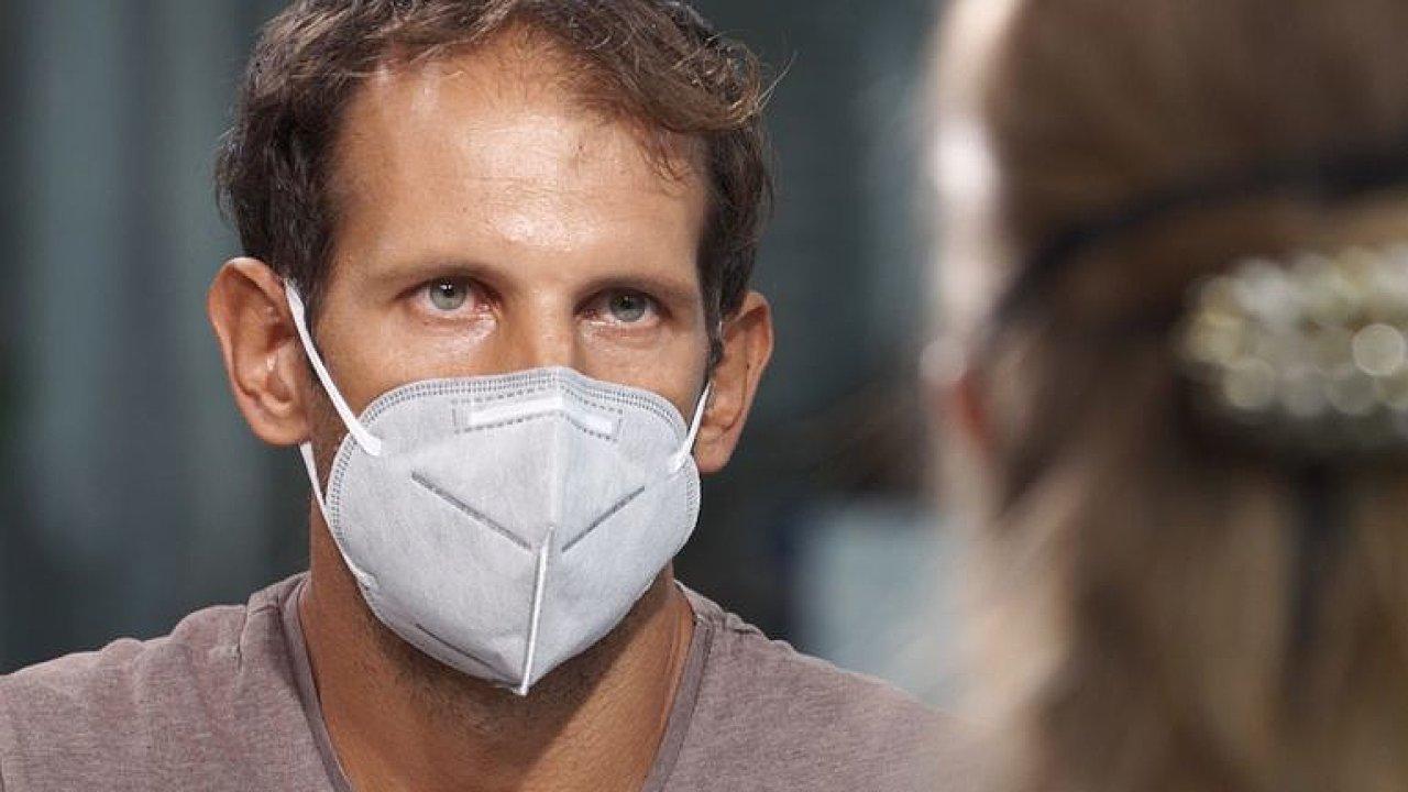 Oliva: Na letišti nás vysprchovali dezinfekcí, bezpečnostní opatření v Asii neřešili