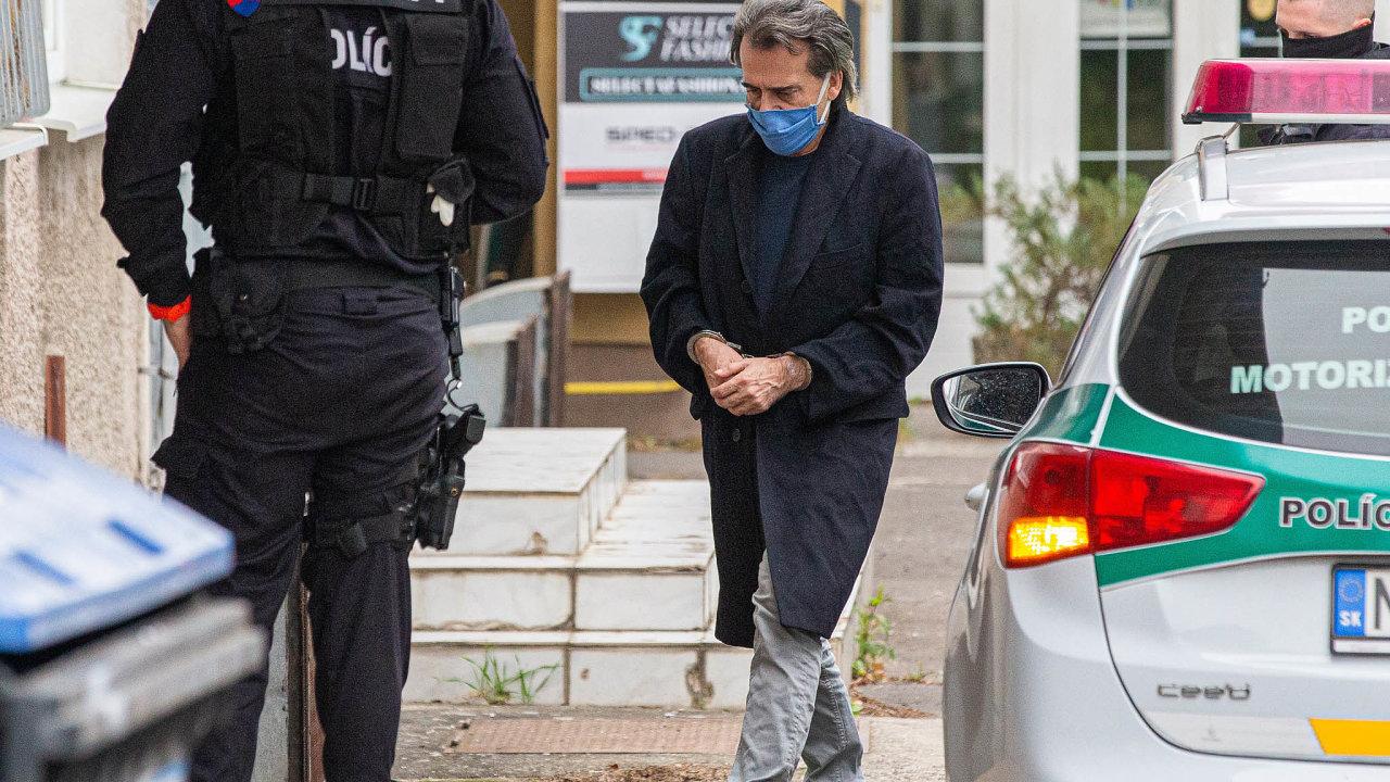 Soudce vpoutech: Obviněný soudce Richard Molnár zůstává odbřeznového zadržení vakci Bouře vevazbě.