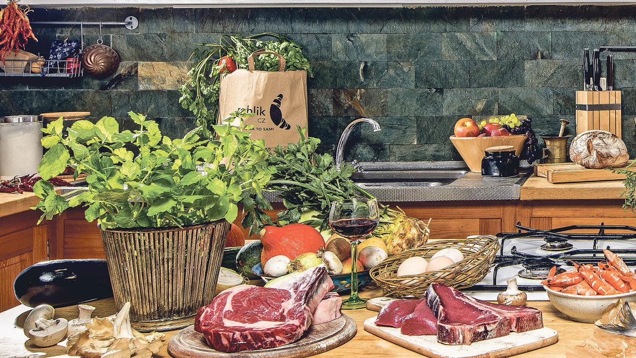 Von-line supermarketu Rohlík.cz nabízíme zákazníkovi výběr ze16 tisíc položek akpolovině ztoho se blížíme včerstvém sortimentu.
