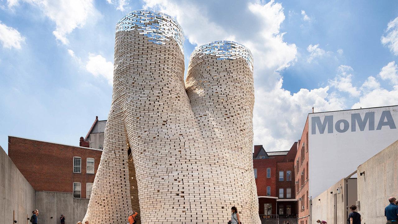 Technologické studio Living zapomoci mycelia už předsedmi lety vNew Yorku vyrobilo otevřenou věž, která hostila různé kulturní akce.