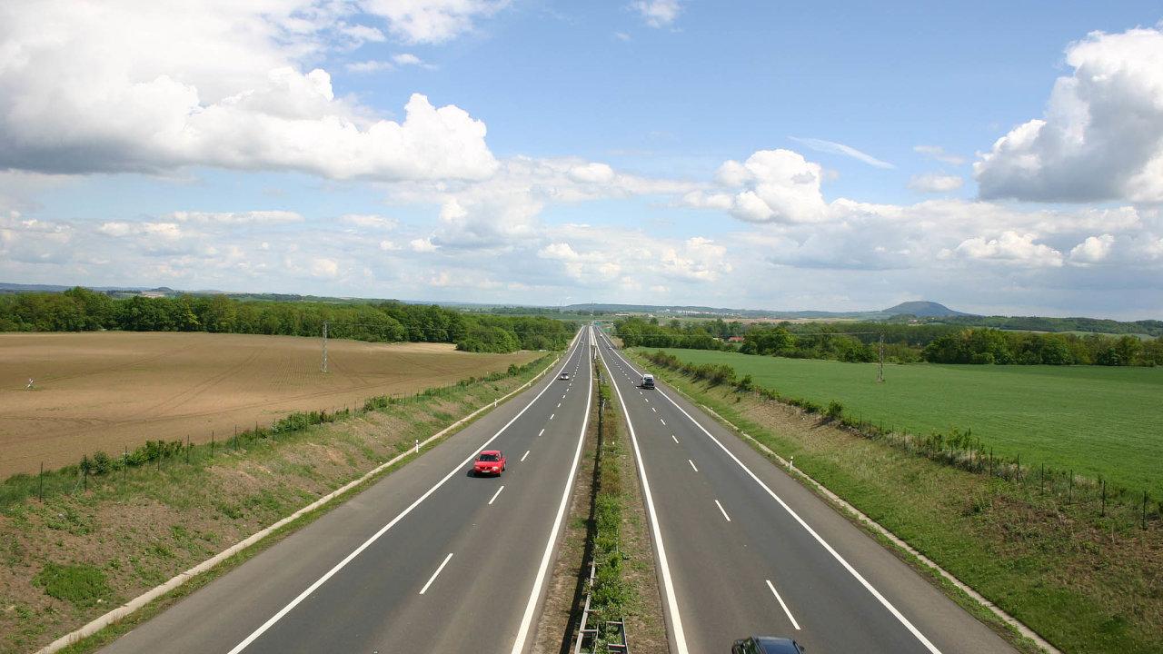 Čím se lišíme odněkterých zemí EU, je délka přípravy samotné stavby. VČesku jsme dosud potřebovali napřípravu dálniční stavby 12 až 15 let.