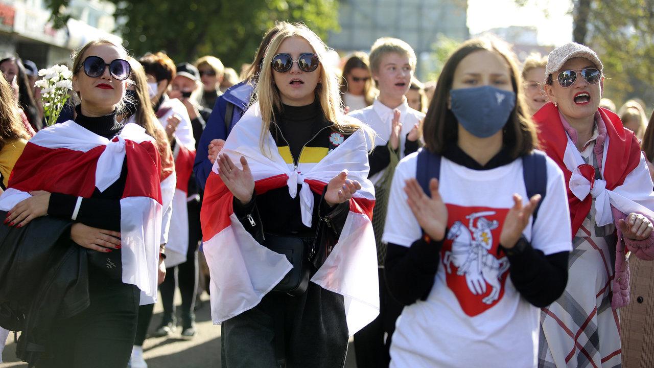 Běloruská demonstrace proti zmanipulovaným prezidentským volbám.