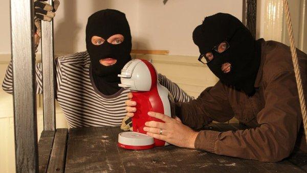 Únosci se připravují k akci