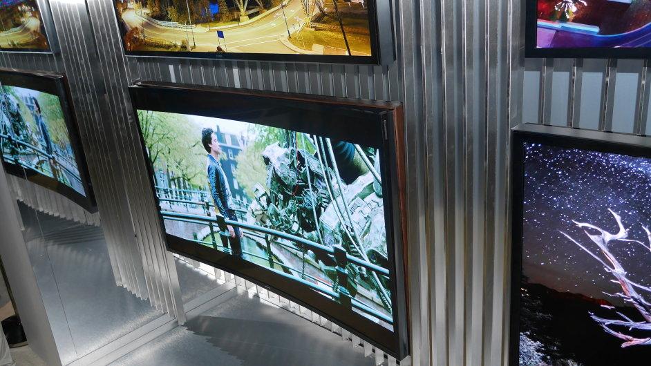 Televizor Samsung s automatickou změnou zakřivení obrazovky na veletrhu International CES 2014